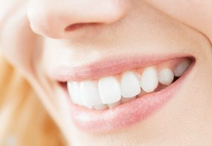 Tips You Need to Know NOW to have Bright, White Teeth in time for the Holidays